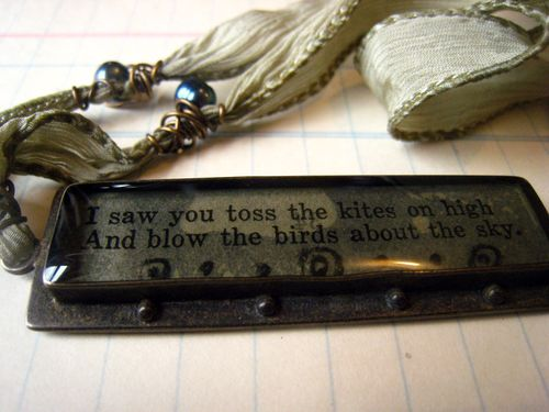 Blow the birds about necklace